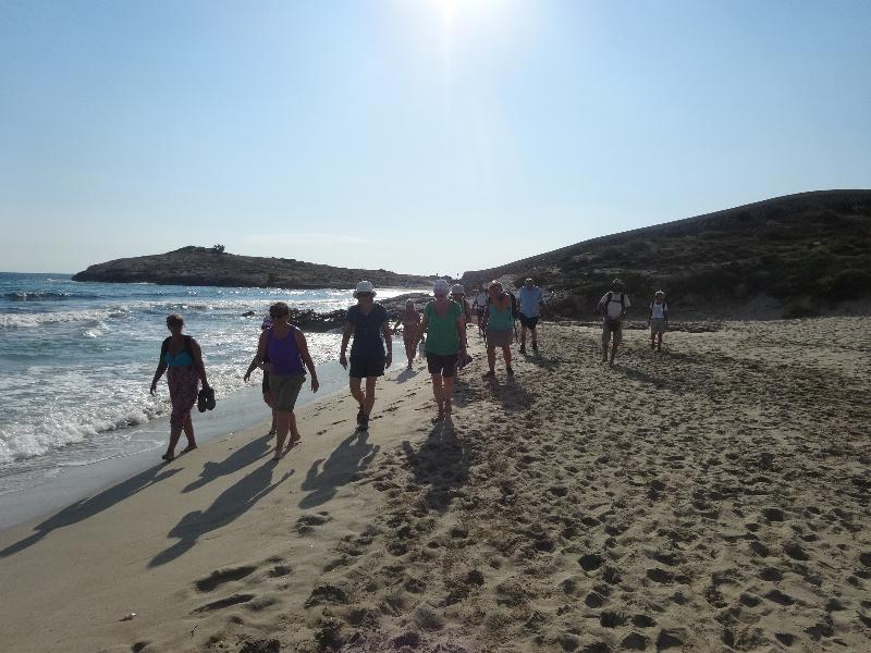 /Widgets/HolidayTile/Singles sunset walking on Menorca